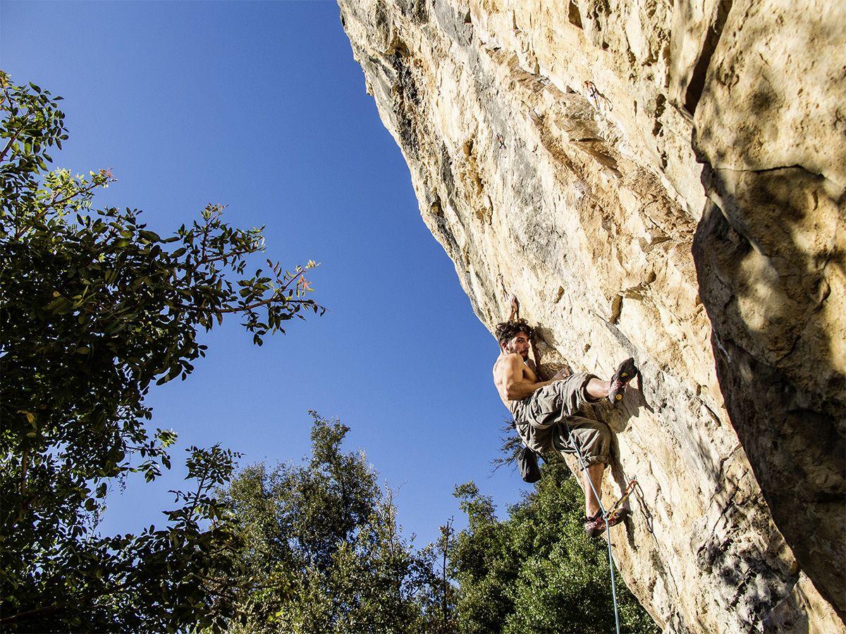 Freeclimber an Steilwand